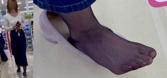 FootJob Market最新作!同僚がクッソエロい極薄黒ストッキングを履いていたので盗撮してみた!